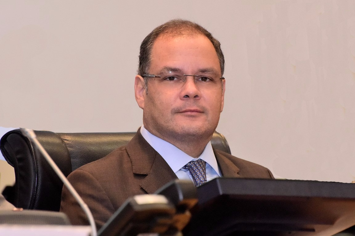 Líder do Governo faz exposição de resultados do Programa Escola Digna