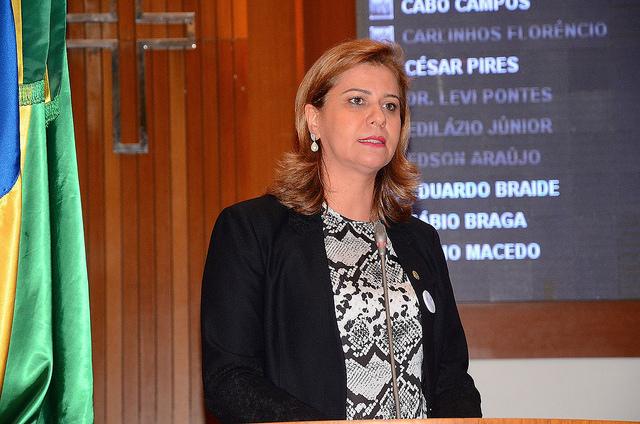 Valéria Macedo pede construção de ponte na divisa de Fernando Falcão e Barra do Corda