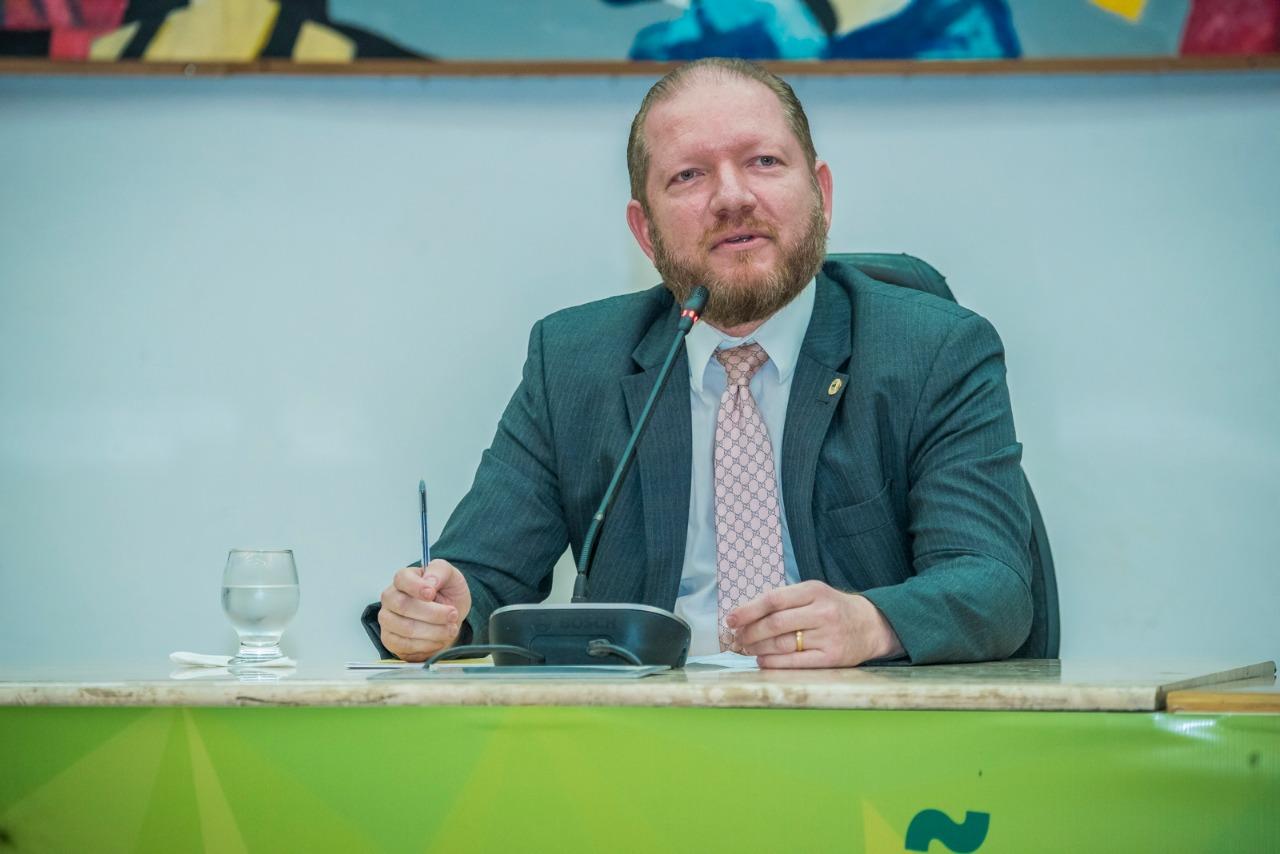 """""""A Constituição Federal de 1988 corrigiu erros históricos no Brasil"""", destaca Othelino Neto em Congresso"""