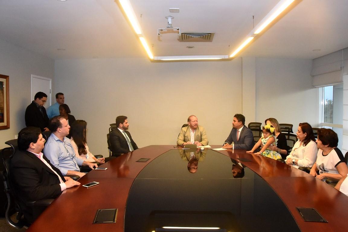 Presidente Othelino Neto empossa novo procurador da Assembleia