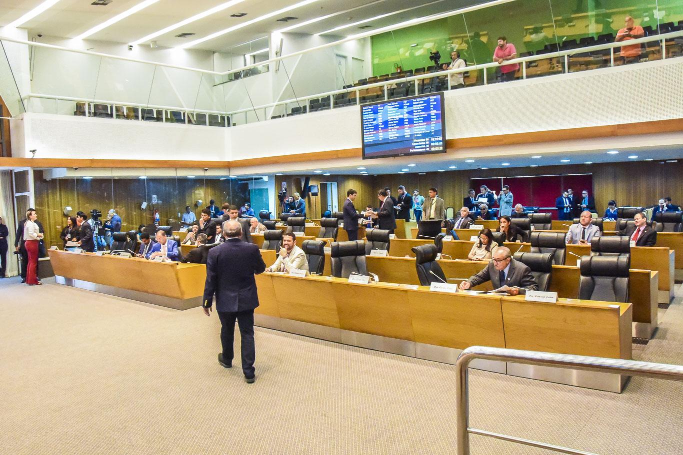 Plenário aprova Medida Provisória que cria o Programa Cartão Transporte Universitário