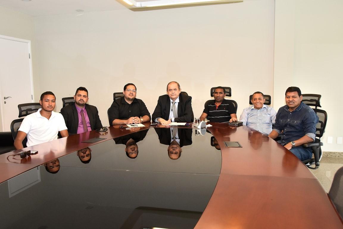 Humberto Coutinho recebe lideranças politicas do município de Senador Alexandre Costa