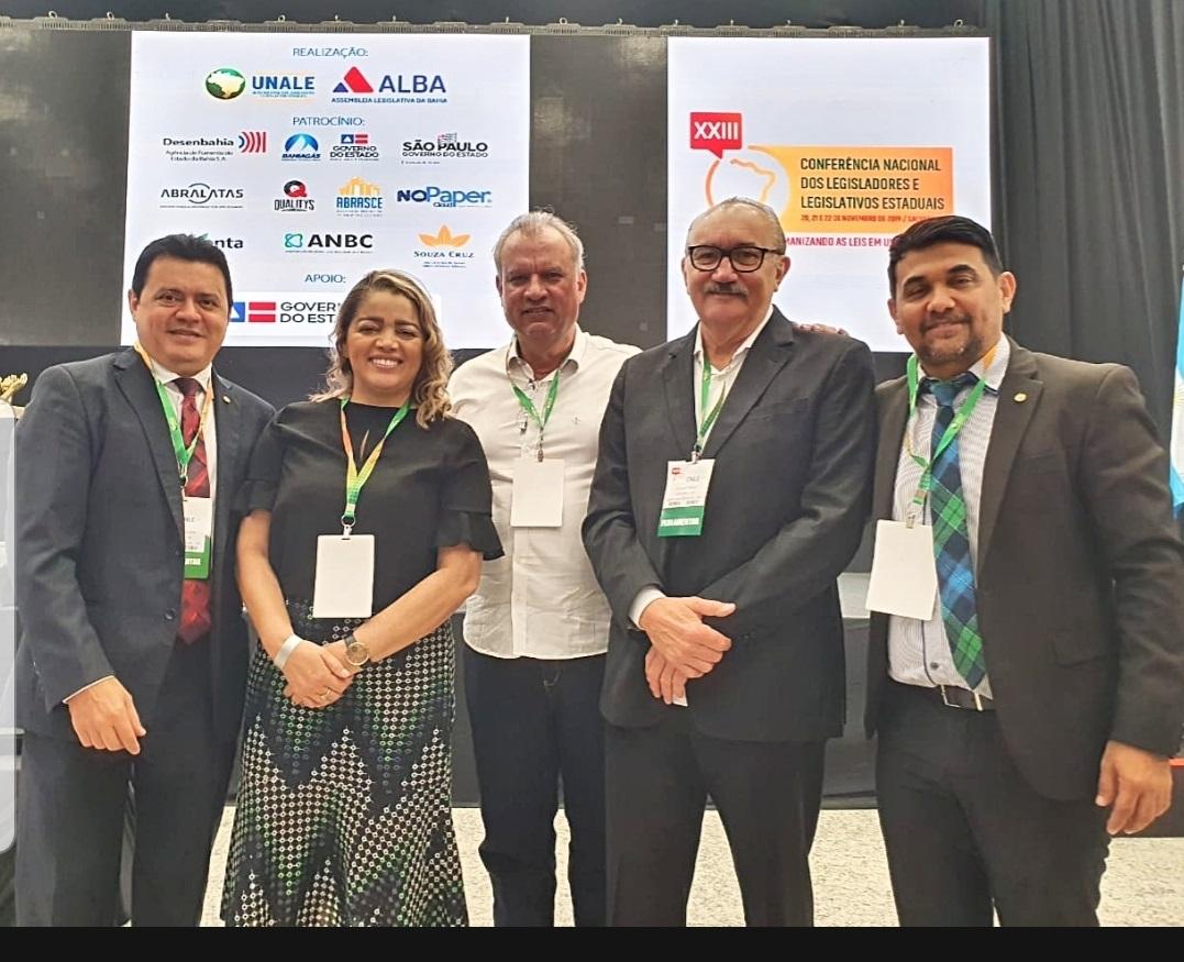 Deputados Rigo Teles, Mical Damasceno, César Pires e Wellington, com o diretor da Mesa, Bráulio  Martins, no evento