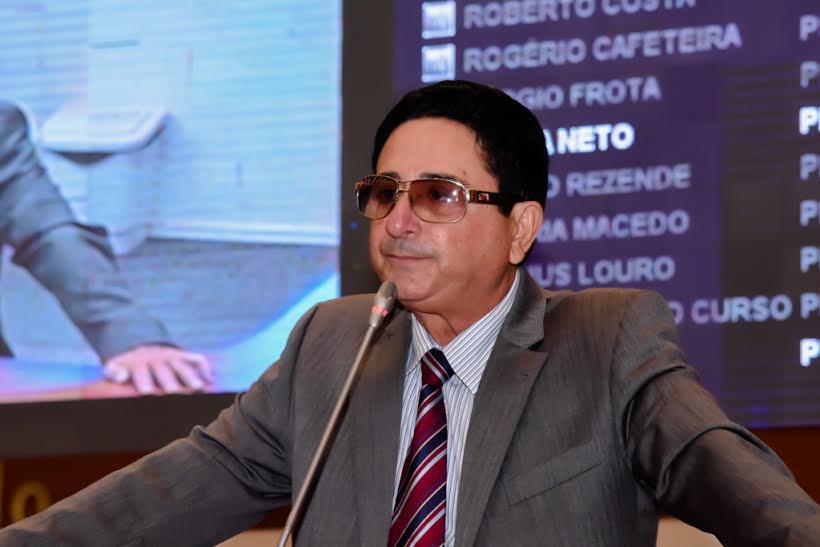 Hemetério Weba denuncia descaso com a educação em Nova Olinda do Maranhão