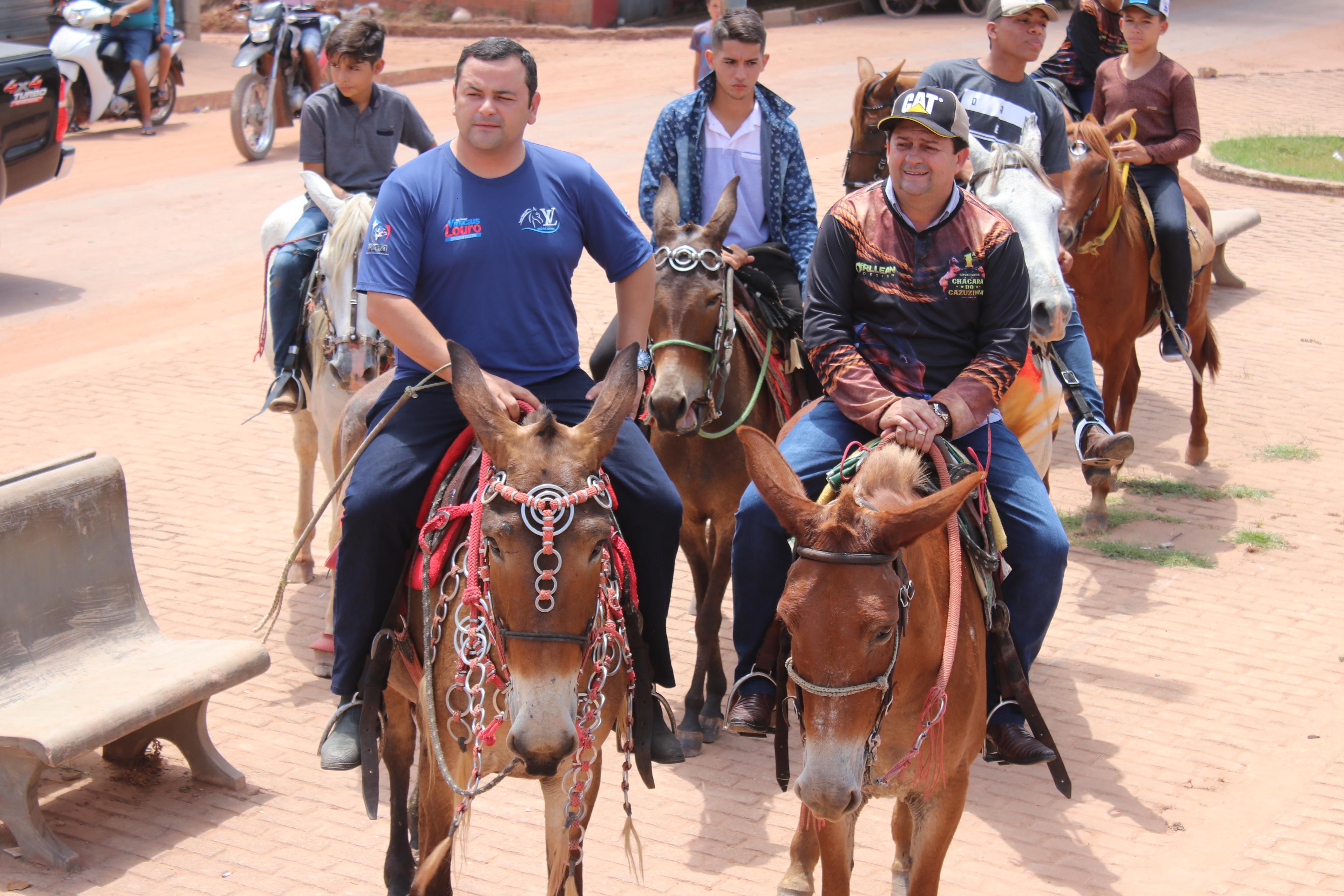 Deputado Vinicius Louro prestigia cavalgada em Paulo Ramos