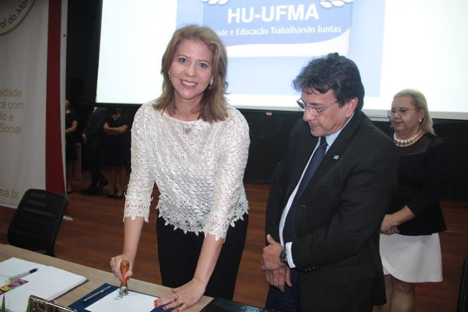 Deputada Valéria e Correios obliteram o selo comemorativo dos 25 anos do HUUFMA