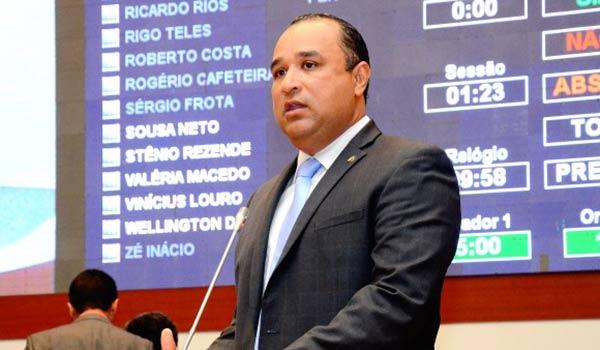 Roberto Costa denuncia falta de fornecimento de leite especial