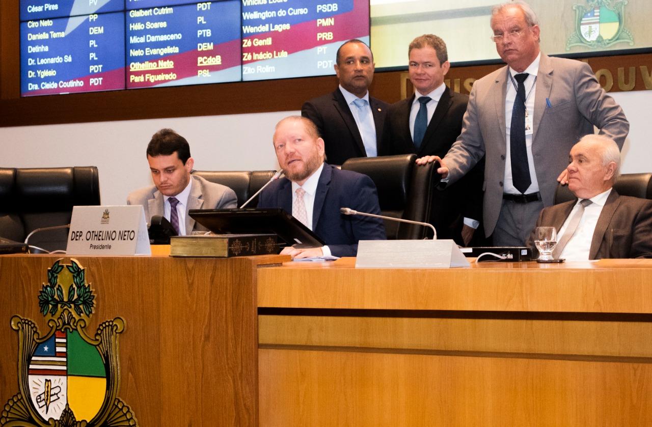 Plenário aprova projeto de Othelino Neto permitindo convênio entre prefeituras e as Polícias Civil e Militar