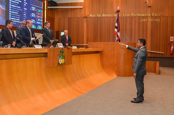Deputado Toca Serra toma posse na Assembleia Legislativa