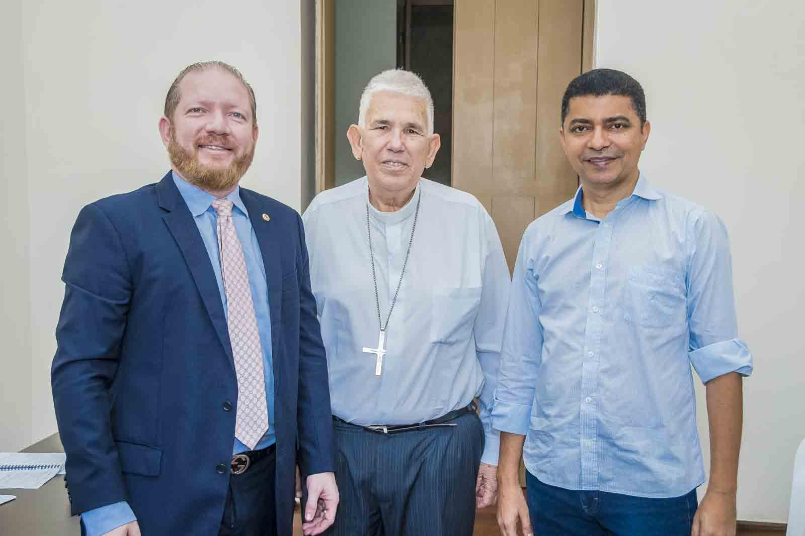 Presidente Othelino Neto faz visita de cortesia ao arcebispo Dom Belisário