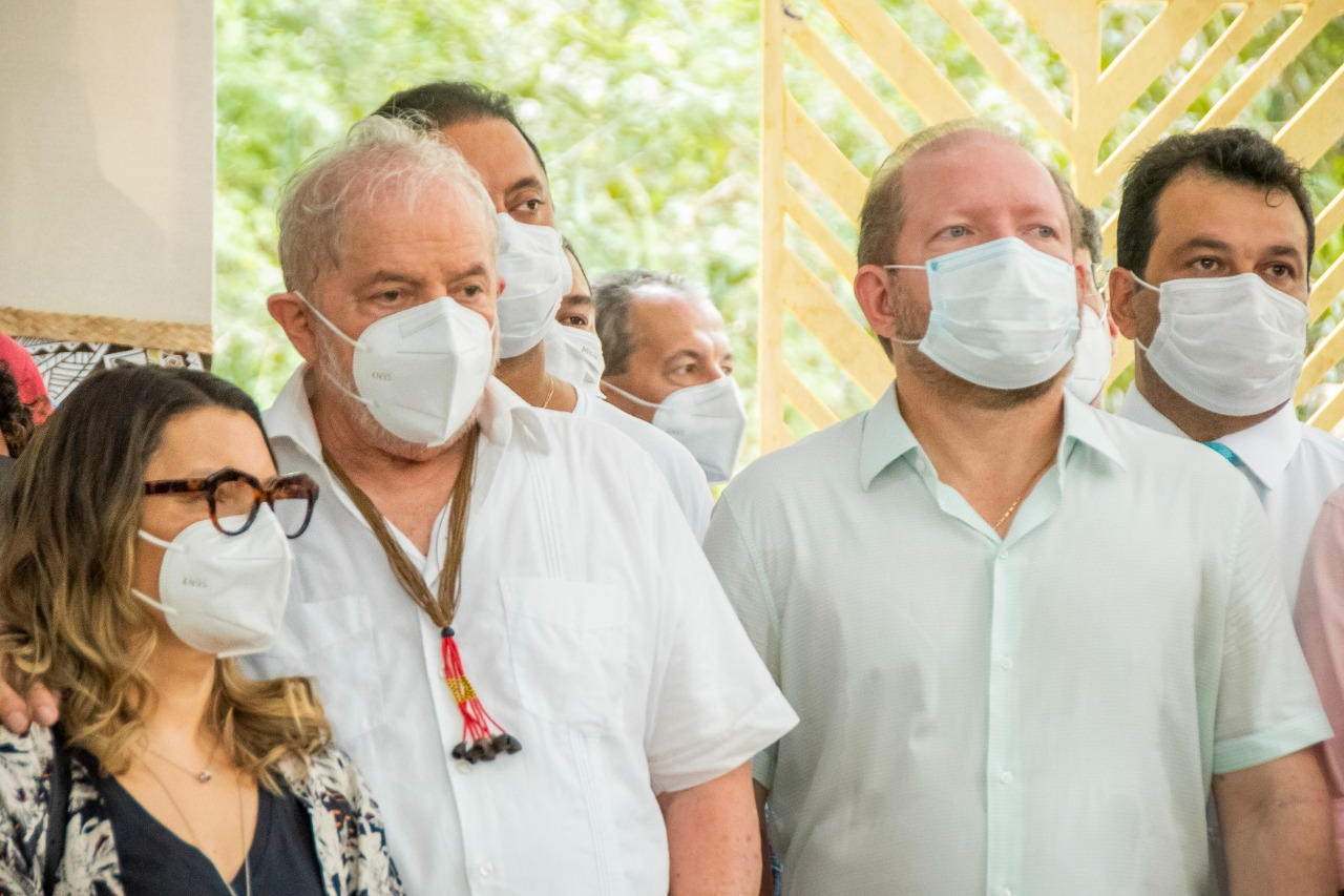 Othelino ao lado do ex-presidente Lula, durante solenidade no Parque Itapiracó