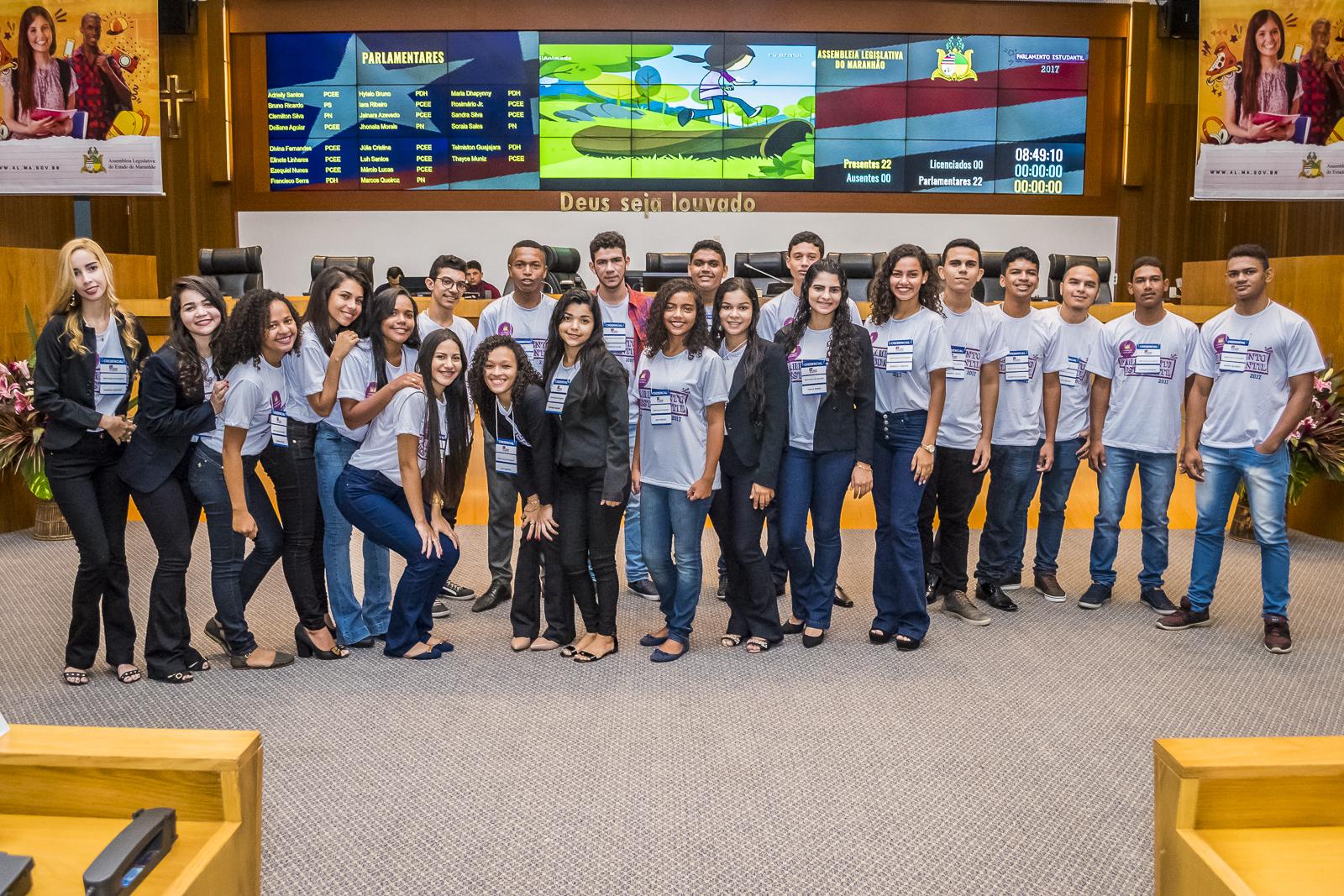 Deputados estudantes conhecem estrutura da Assembleia Legislativa