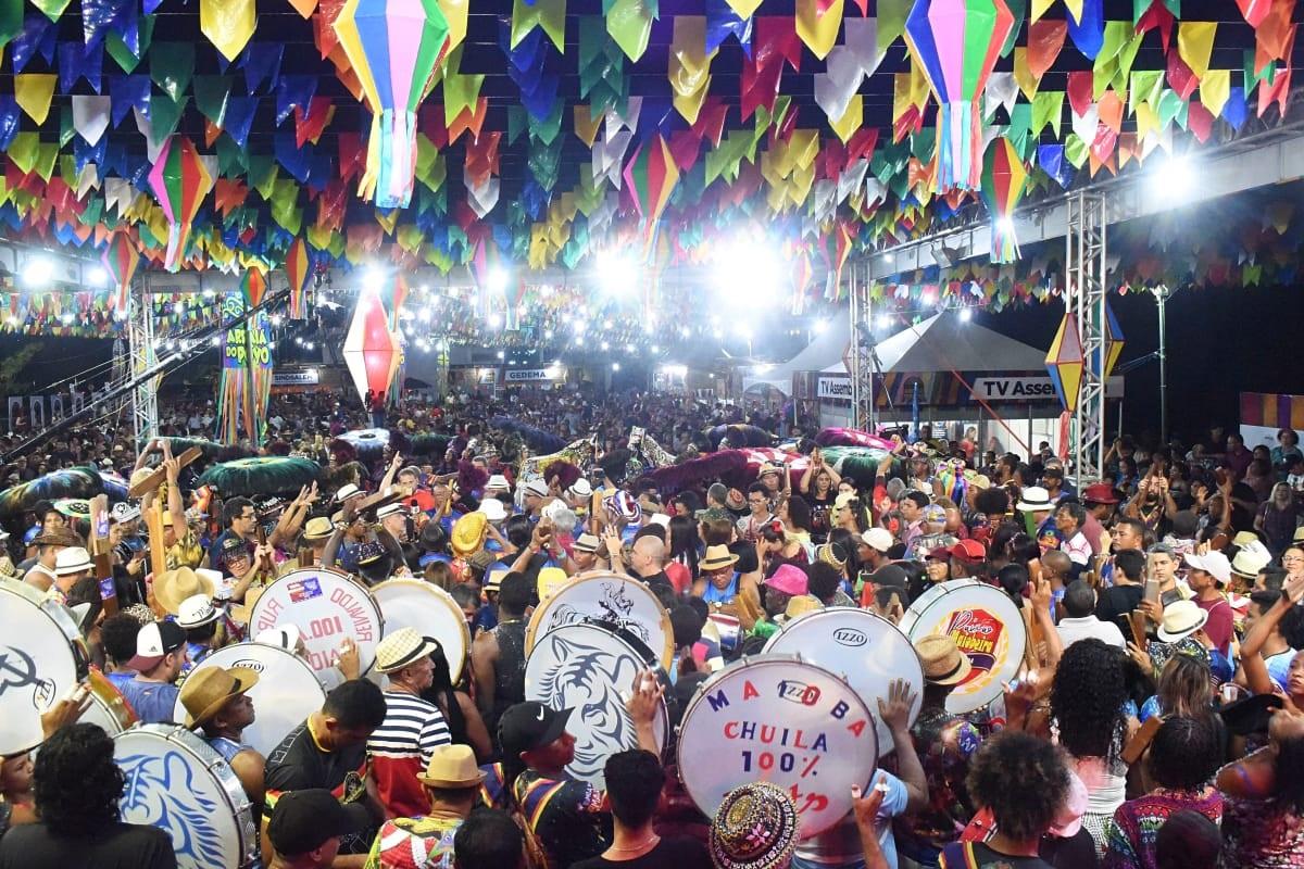 """Multidão lota, dança, canta e encanta a segunda noite do """"Arraiá do Povo 2019"""""""
