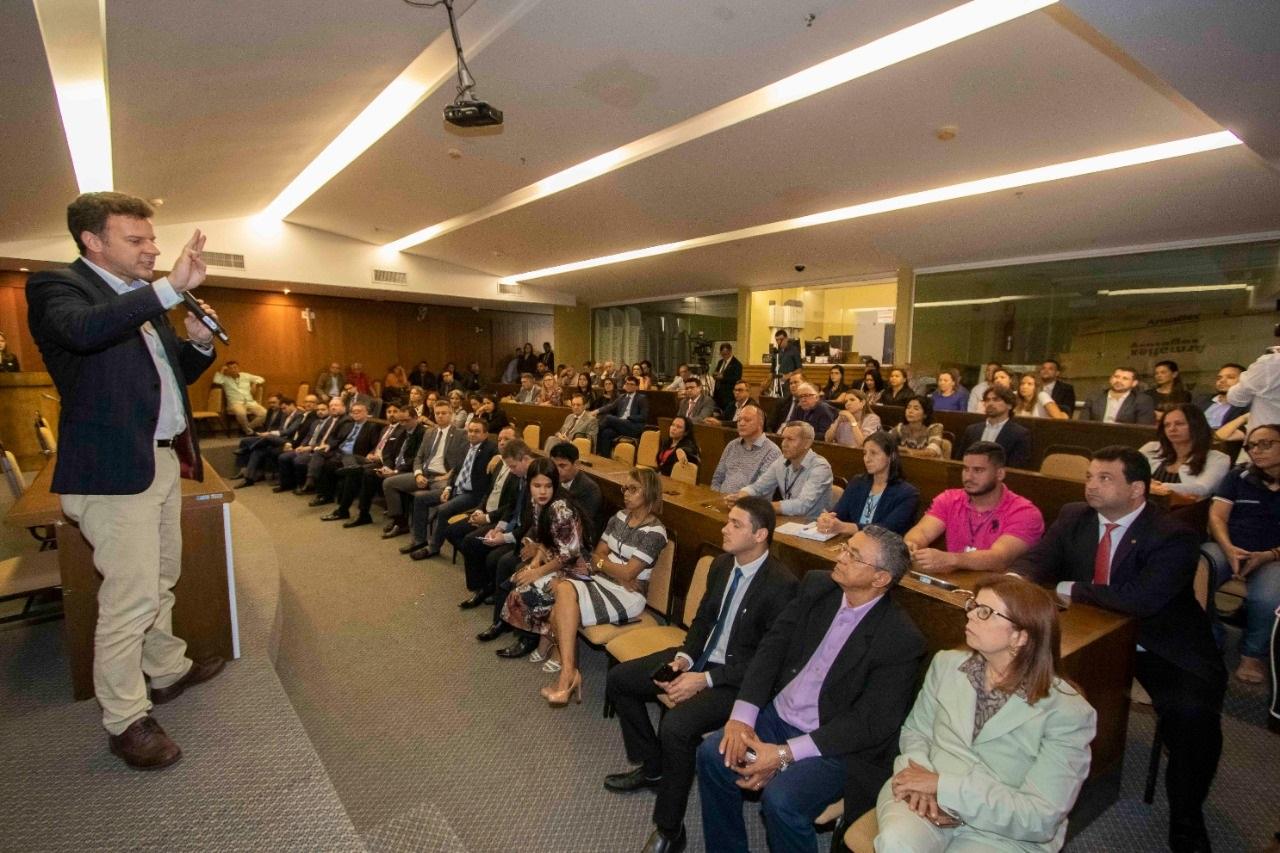 Eduardo Fagnani profere palestras que contou com a participação expressiva de parlamentares, autoridades, jornalistas e técnicos na área