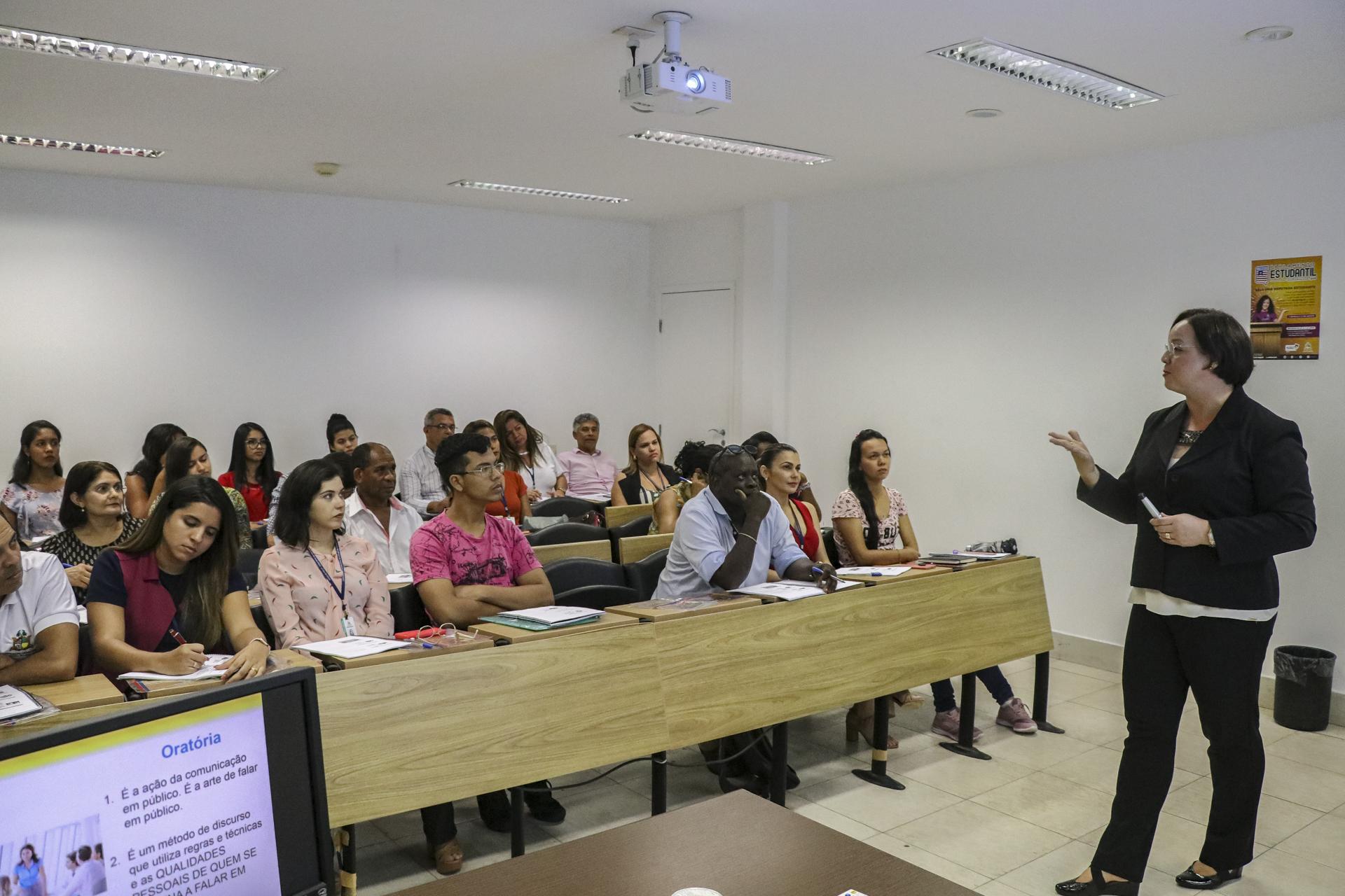Escola do Legislativo promove curso de Comunicação e Oratória para servidores