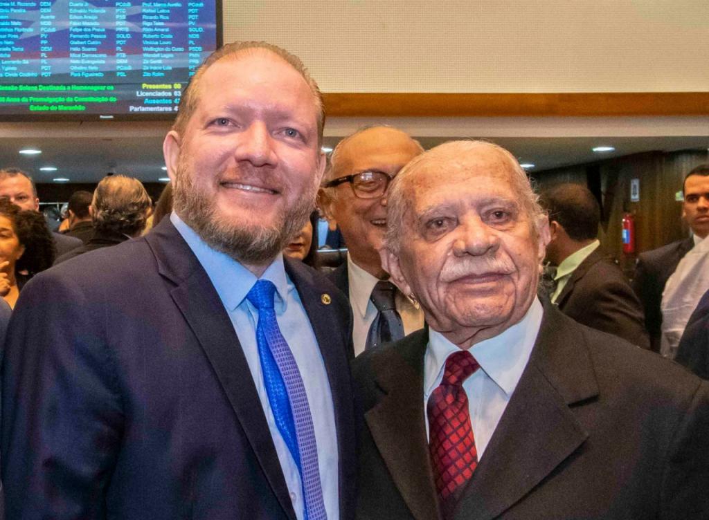 Othelino Neto com Celso Coutinho, durante homenagem feita pela Assembleia ao ex-deputado, em dezembro do ano passado