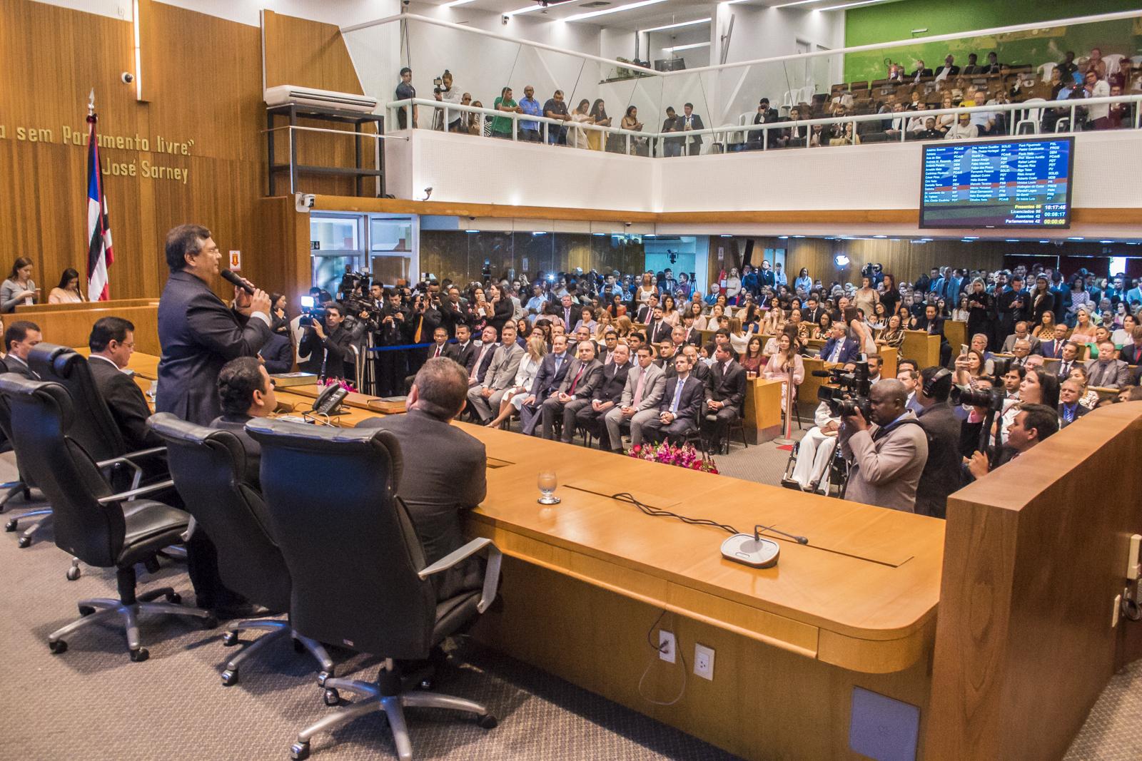 Governador Flávio Dino prestigia sessão de posse dos deputados eleitos para 19ª Legislatura