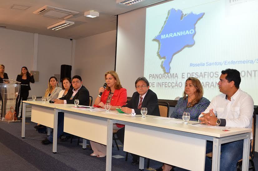 Valéria discute medidas contra infecções hospitalares em Audiência Pública