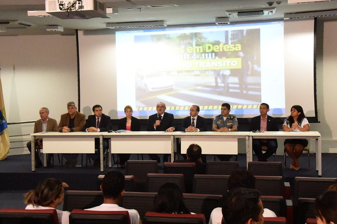Ações de segurança do trânsito são discutidas em Audiência Pública presidida por César Pires