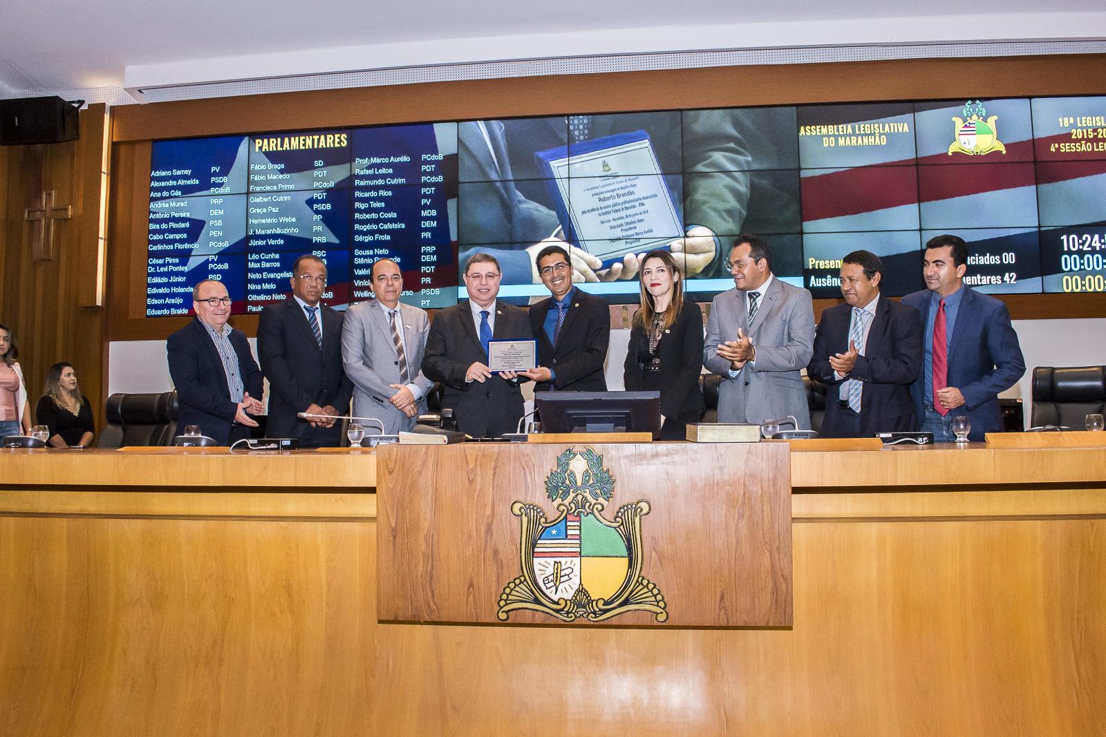 Assembleia Legislativa presta homenagem ao IFMA e ao reitor Roberto Brandão