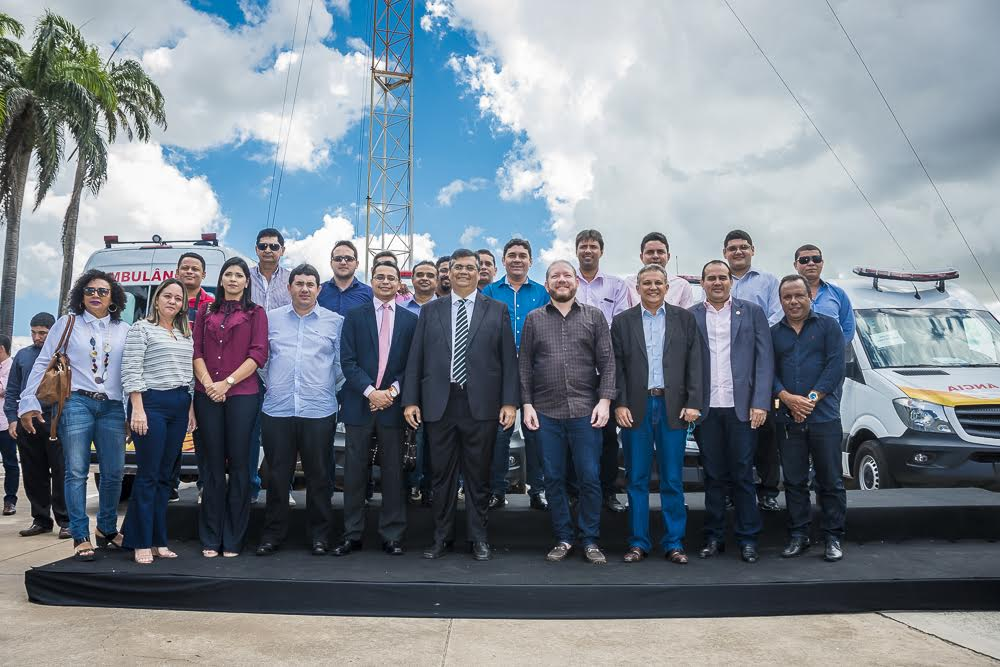 Deputados participam de entrega de ambulâncias para mais quatro municípios maranhenses