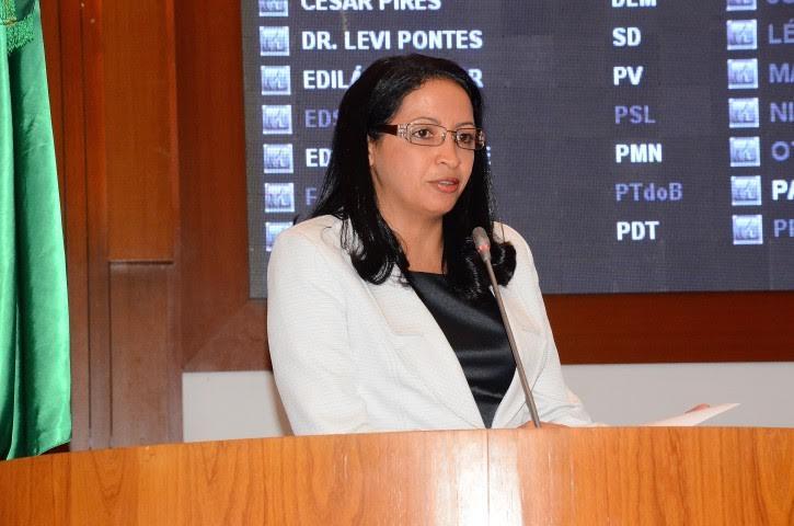 Francisca Primo parabeniza Olho D'água das Cunhãs pelos 54 anos de emancipação política