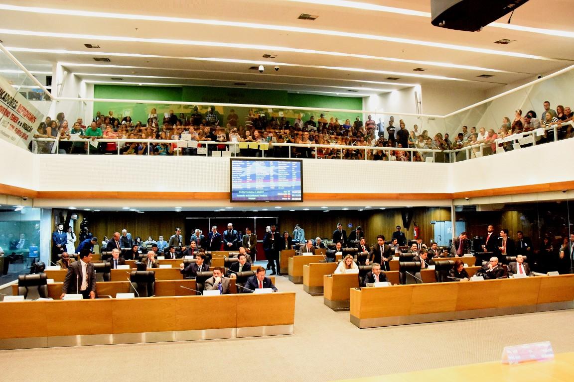 Plenário aprova MP que concede reajuste salarial aos profissionais do Magistério