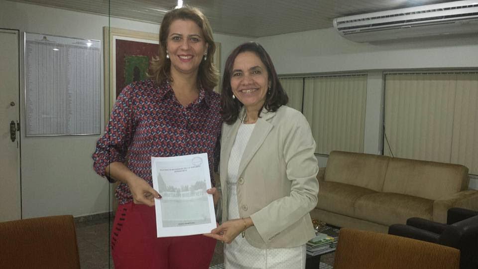 Valéria Macedo comemora conquistas para a Escola Fortunato Moreira Neto