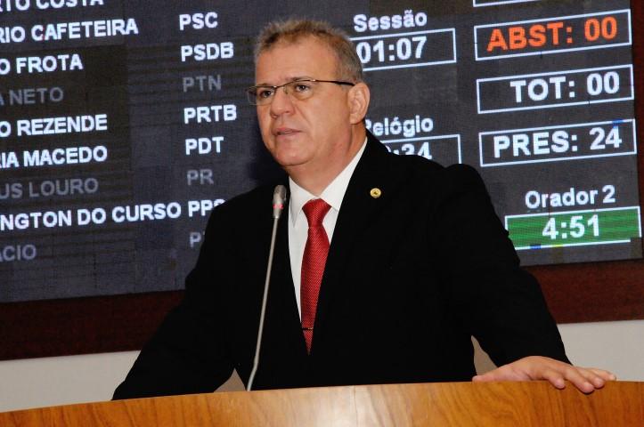 Sérgio Frota solicita ao governador a compra de um campo de futebol para o Coroado
