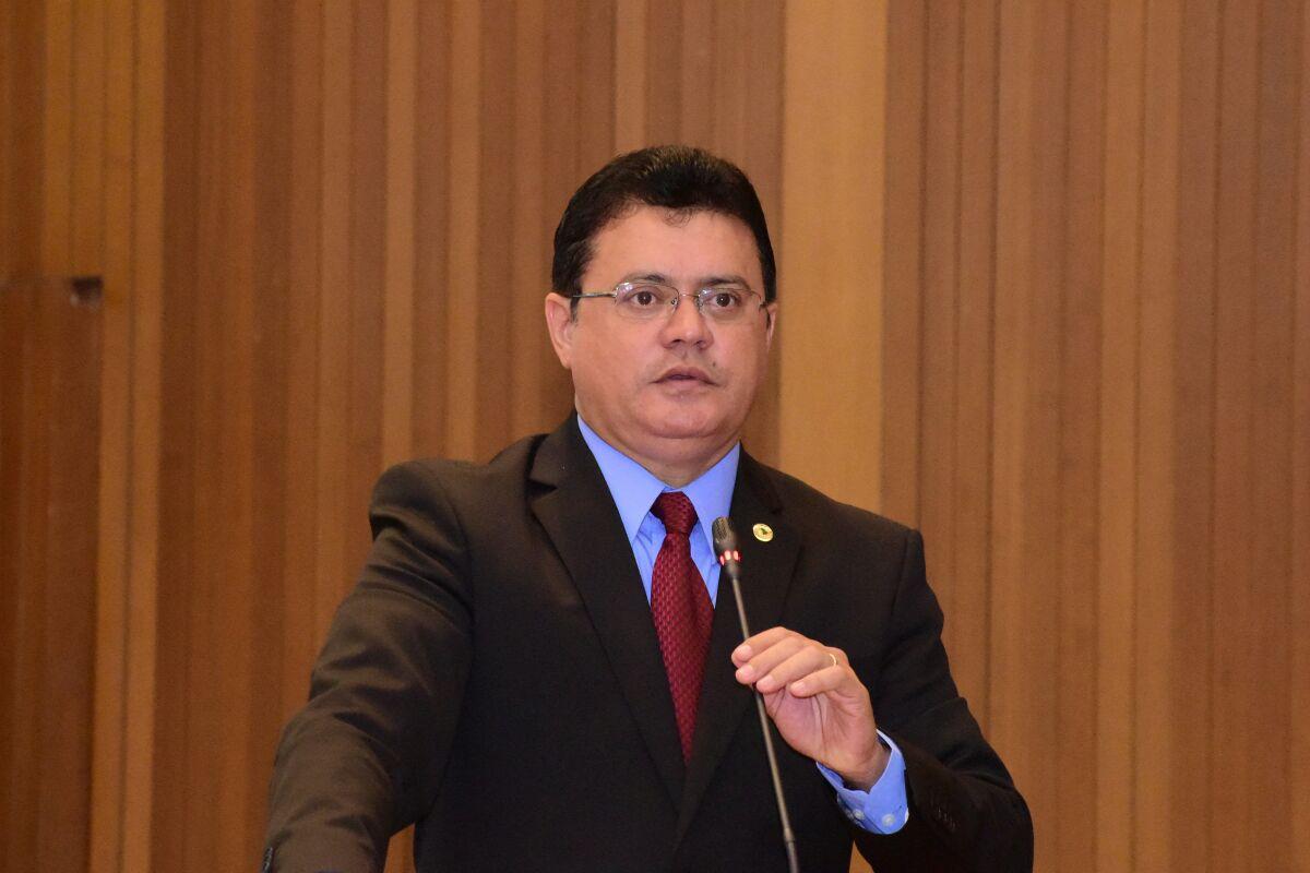 Rigo Teles defende direitos de servidores do município de Paulo Ramos