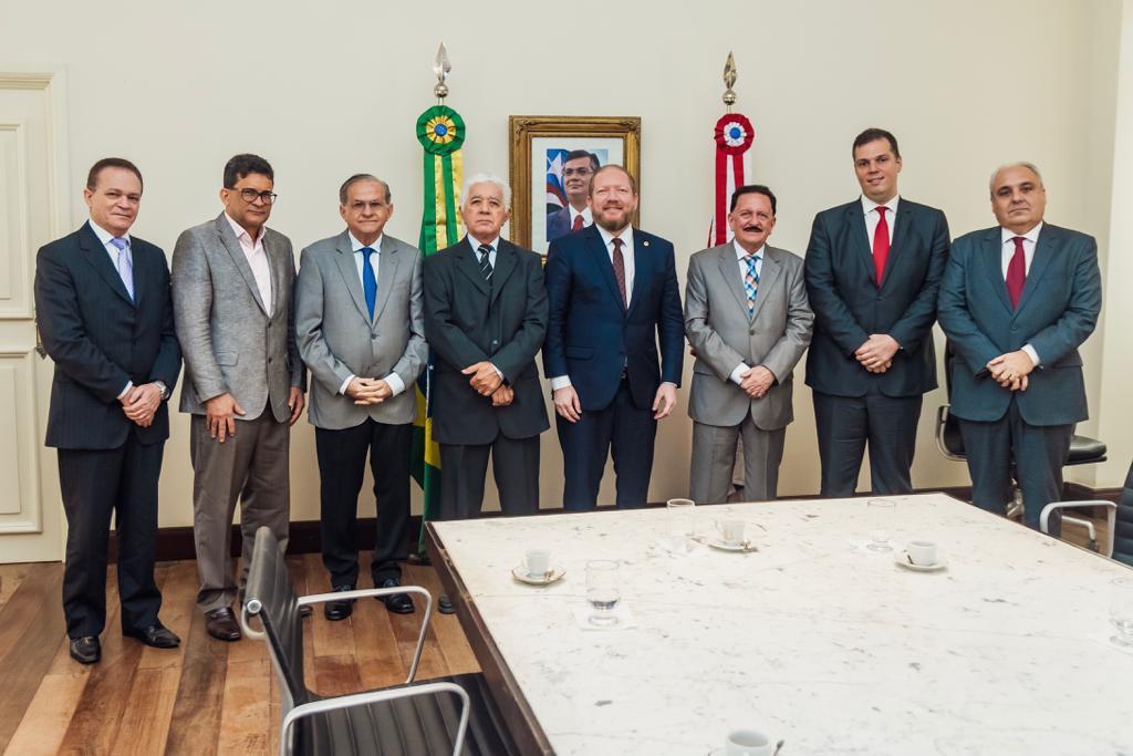 Governador em exercício, Othelino Neto recebe a visita de conselheiros do TCE/MA