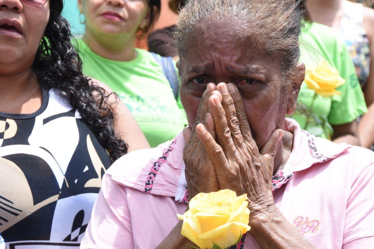 Humberto Coutinho é sepultado em meio a grande comoção popular