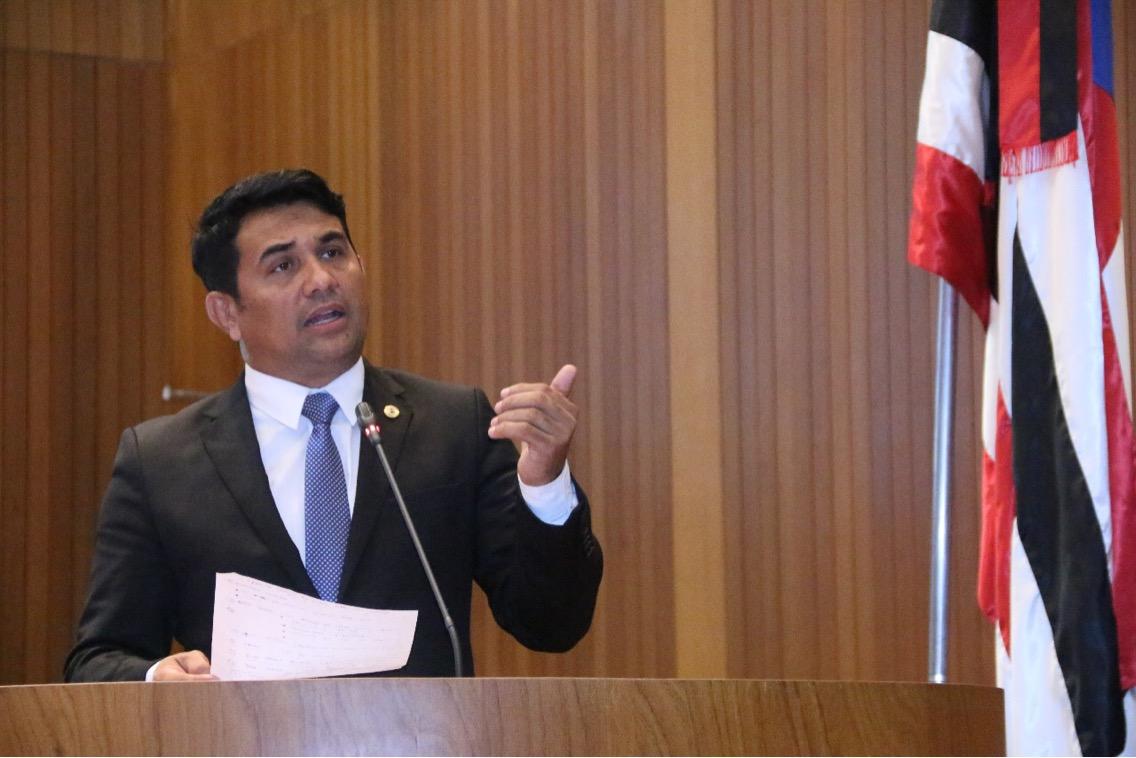 """""""O Governo mostra ser insensível e prejudica servidores do estado"""", diz Wellington sobre corte de 21,7%"""