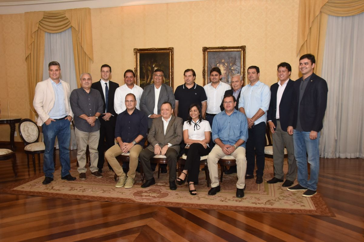 Deputados participam de encontro com o presidente da Câmara Federal