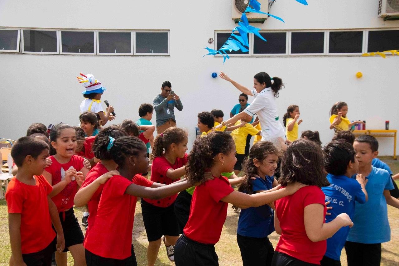 Os pequeninos brincaram à vontade nas diversas atividades realizadas pelas educadoras