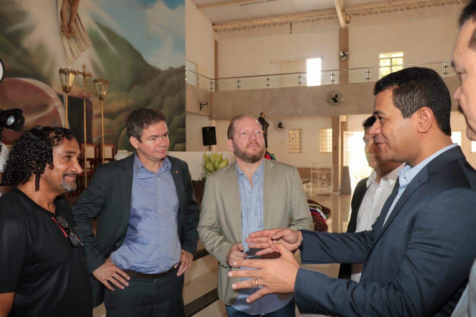 Em visita à Igreja Matriz de São Francisco de Assis de Timon, Othelino conheceu o pároco João Paulo