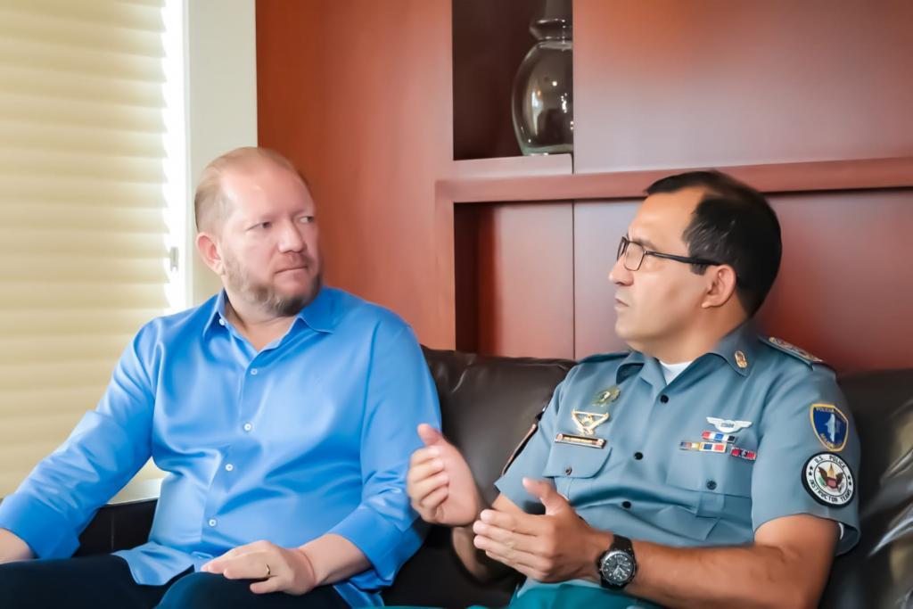 Othelino discute ações de segurança pública para a Baixada Maranhense com comandante da PM