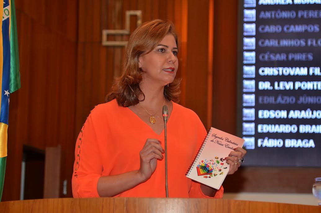 Valéria Macedo destaca o lançamento do livro de receitas das merendeiras de Porto Franco