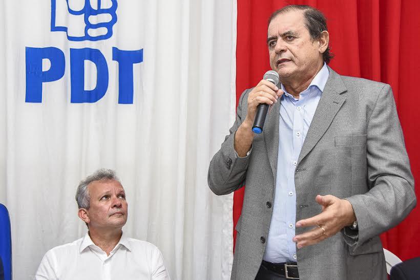 Humberto Coutinho pede a ministro melhorias nos serviços de Comunicação do Maranhão