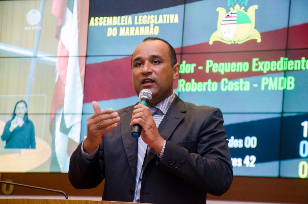 Deputado Roberto Costa anuncia curso de Medicina em Bacabal