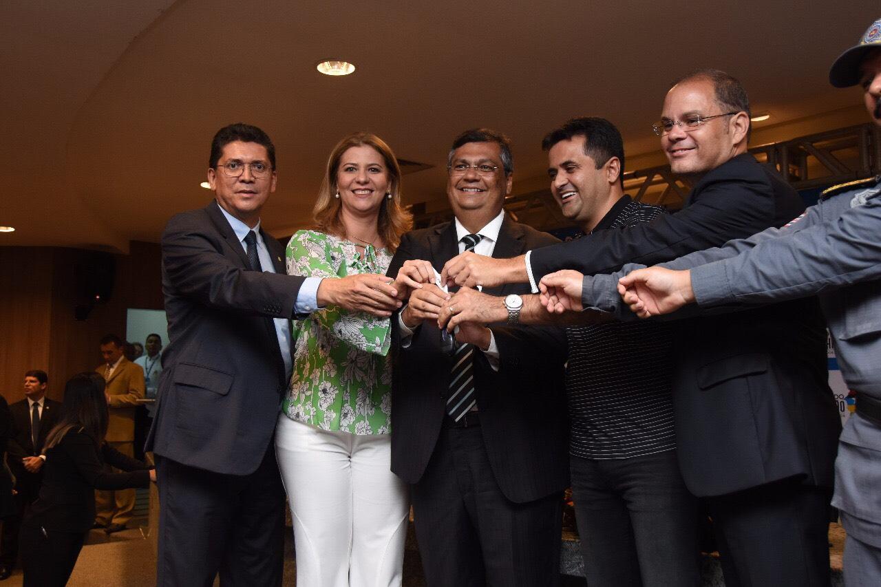 Valéria Macedo e Flávio Dino entregam viaturas para Porto Franco, Ribeirãozinho e Dom Pedro