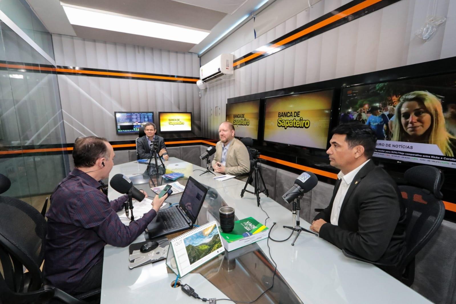Othelino Neto, Welligton do Curso e Rafael Leitoa conheceram o Sistema Meio Norte de Comunicação em Teresina, onde concederam entrevista sobre a ação