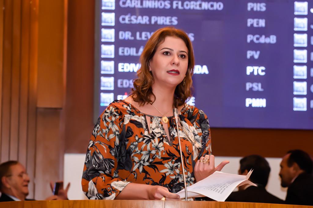 Valéria Macedo solicita ambulância para o município de Porto Fraco