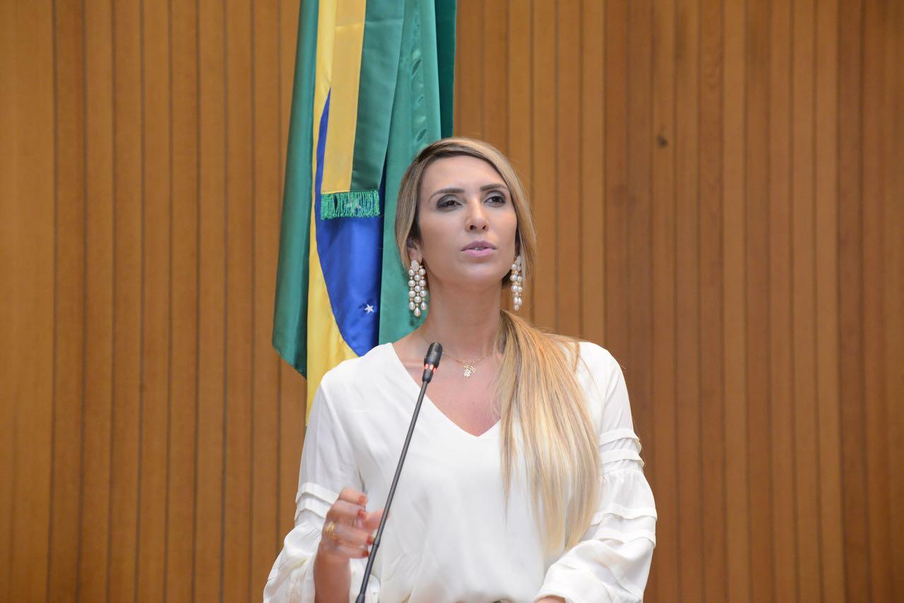 Deputada Andrea Murad denuncia problemas no Hospital Carlos Macieira