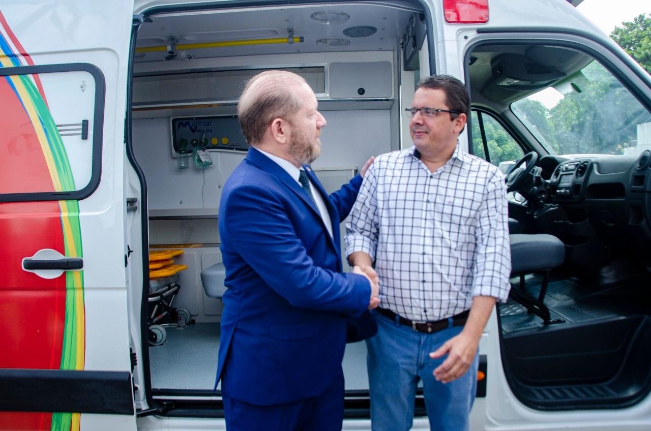 Othelino Neto participa da entrega de ambulâncias a municípios maranhenses