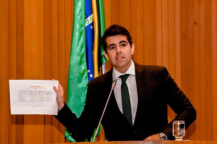 """""""O governo está quebrado"""", diz deputado Adriano Sarney"""
