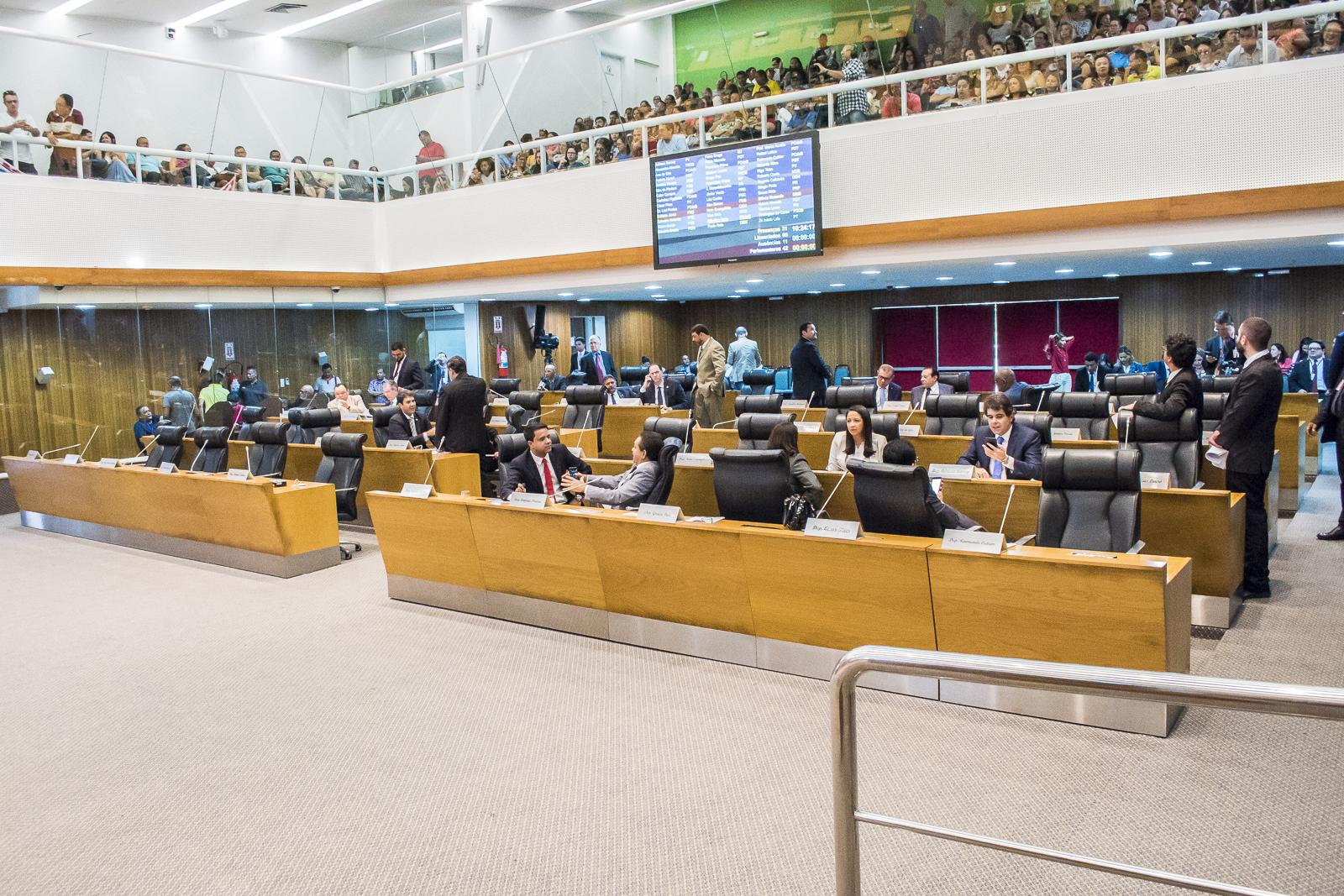 Aprovada MP que reajusta vencimentos de servidores estaduais da Educação Básica