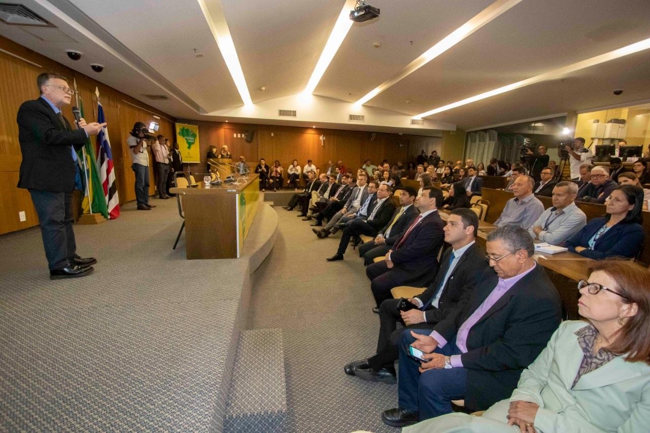 Eduardo Moreira palestra sobre aspectos da Reforma Tributária, abordando os impactos no dia a dia dos cidadãos e na conjuntura social.do país