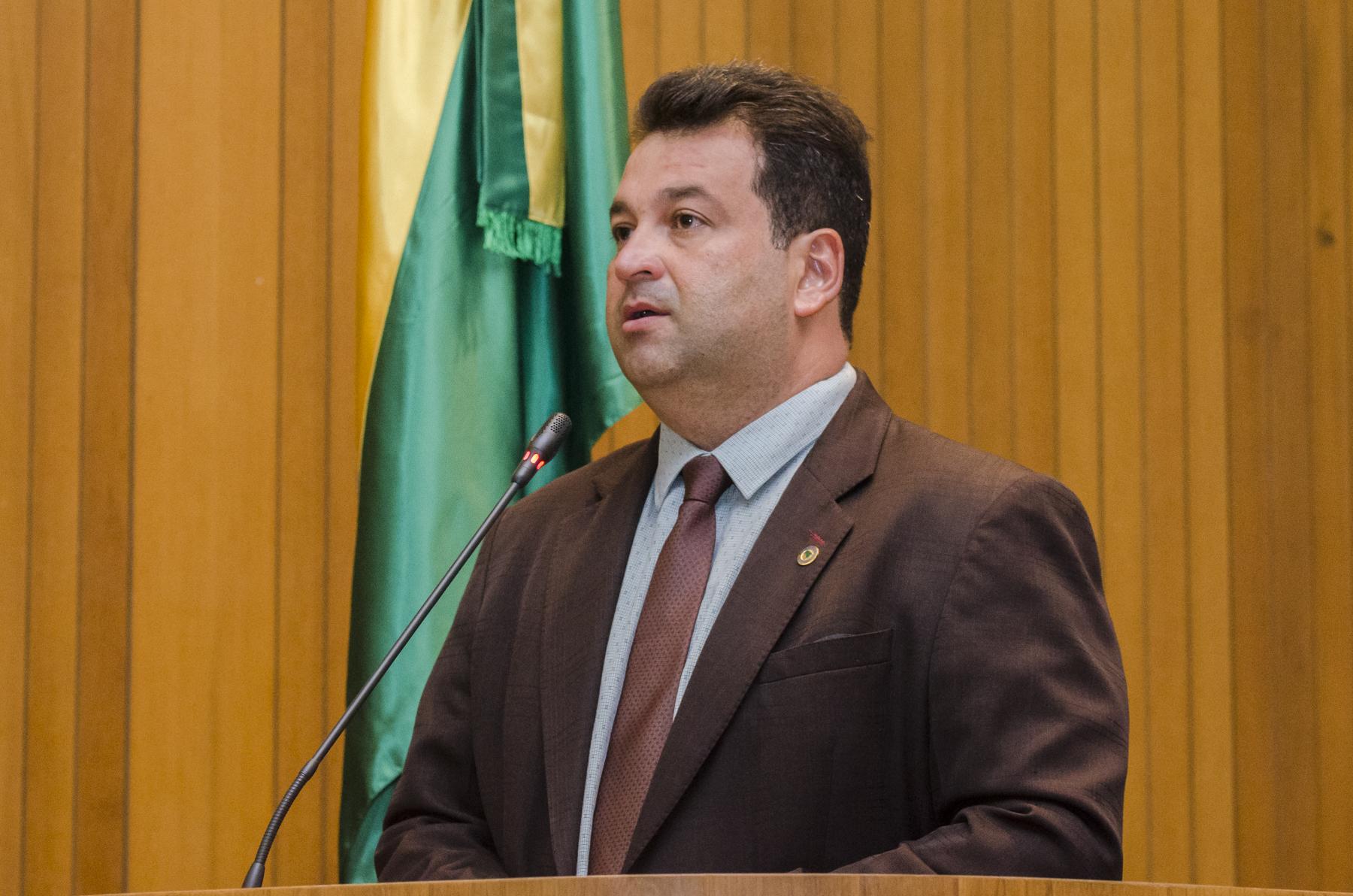 Adelmo Soares apresenta projeto que obriga estabelecimentos comerciais a usarem canudos biodegradáveis