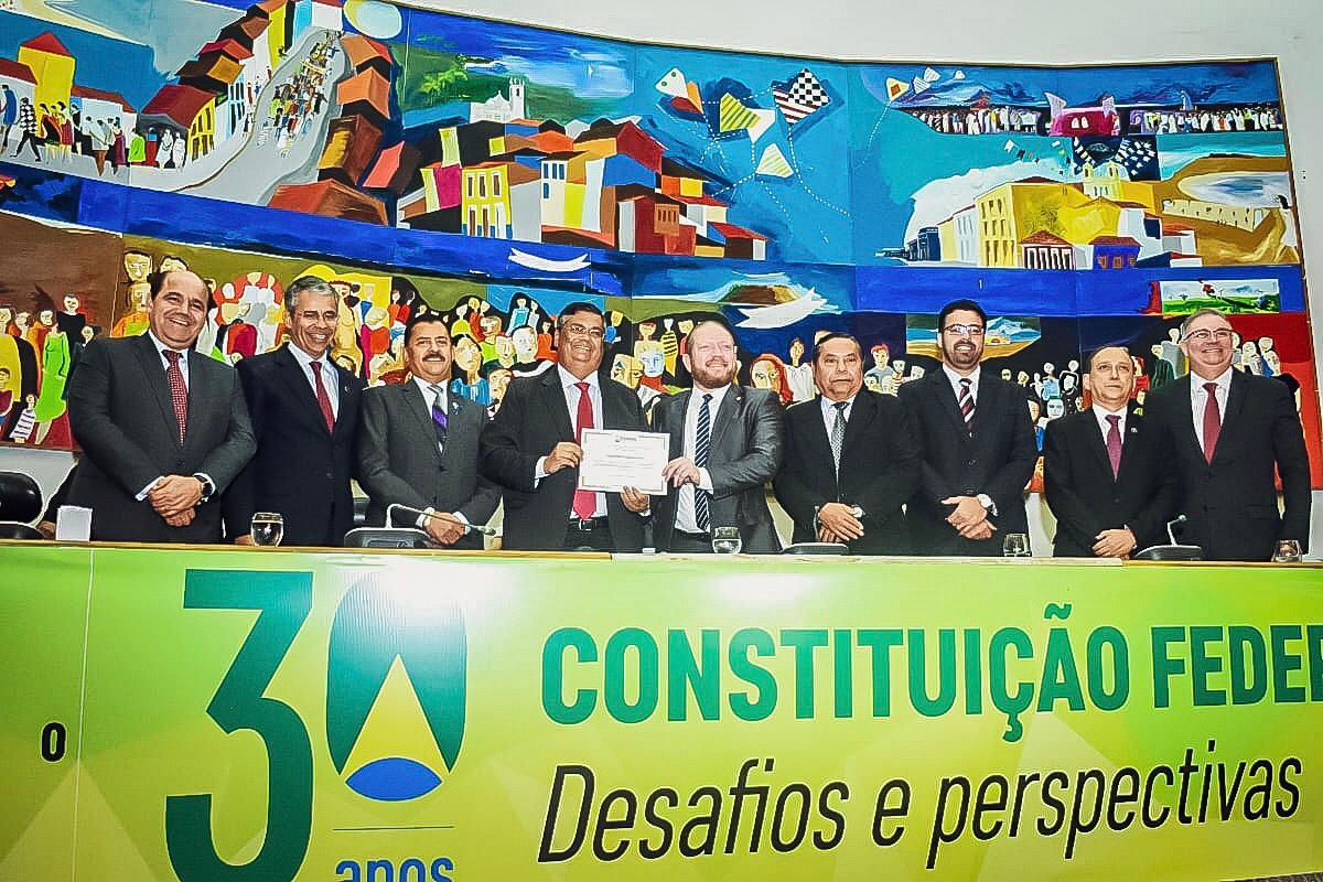 Palestra do governador Flávio Dino marca abertura do congresso pelos 30 anos da Constituição